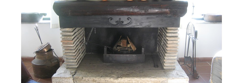 There are two open fireplaces, one near the diningroom one in the salon.