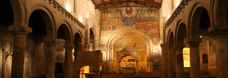 The Santa Maria Navata basilisc in Tuscania is more than 1000 jaar old and well preserved.